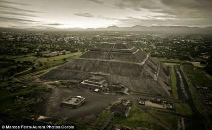 La Piramide del Sole (Corbis)