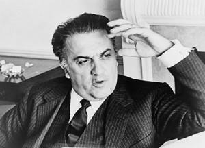 Federico Fellini fu amico di Rol e più volte testomone dei suoi doni prodigioso. Una volta si trovavano al ristorante,  quando Rol alzando la mano attirò una noce da un tavolo lontano fino al loro.