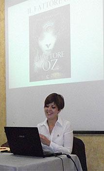 """Enrica Perucchietti nel suo ultimo libro """"Il fattore Oz, Alieni, sciamanesimo, multidimensionalità"""" affronta approfonditamente i temi trattati in questo articolo"""