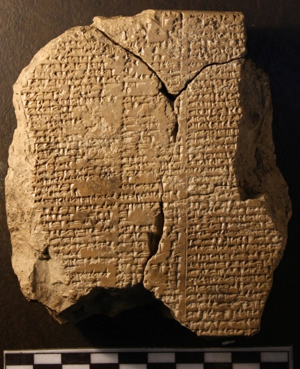 La tavoletta è scritta in caratteri cuneiformi (Farouk Al-Rawi)