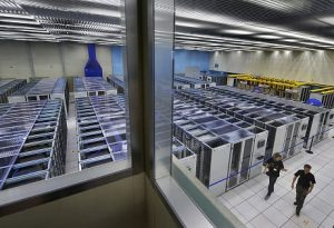 La sala principale del Worldwide LHC Computing Grid al CERN di Ginevra (FABRICE COFFRINI/AFP/Getty Images)