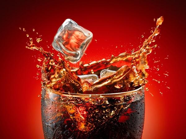 Cosa succede al corpo quando si beve una bibita gassata