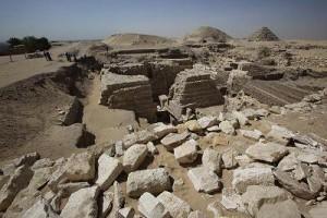 la-piramide-di-sesheshet