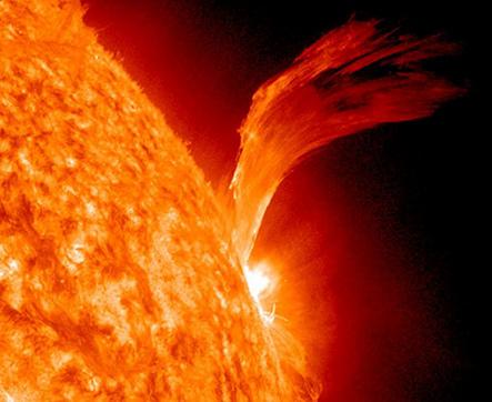 La scoperta rivoluzionaria nell'Universo: la materia oscura si troverebbe anche nel Sole