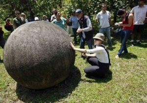 """L'archeologo italiano Emiliano Antonelli chiamato in Costarica per studiare i famosi """"Globi di Pietra"""" del film: I Predatori dell'Arca Perduta 1"""