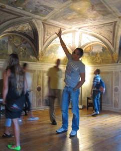 Riccardo Magnani a Palazzo Besta tra i dipinti di Leonardo da lui scoperti