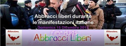 Abbracci liberi durante le manifestazioni italiane