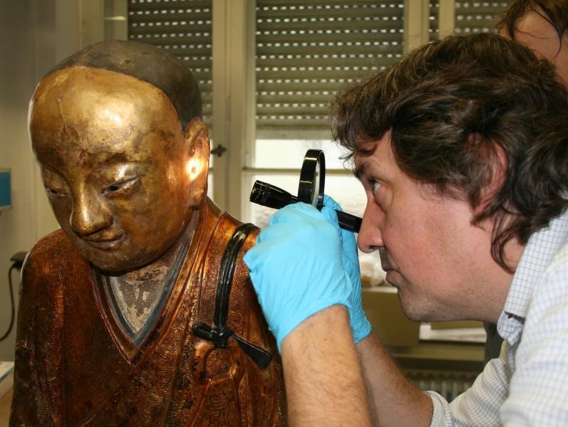 Scoperta mummia all'interno di una statua buddista