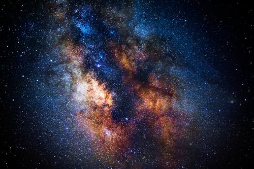 Gli alieni, noi, la materia. Ma un'altra vita è possibile?