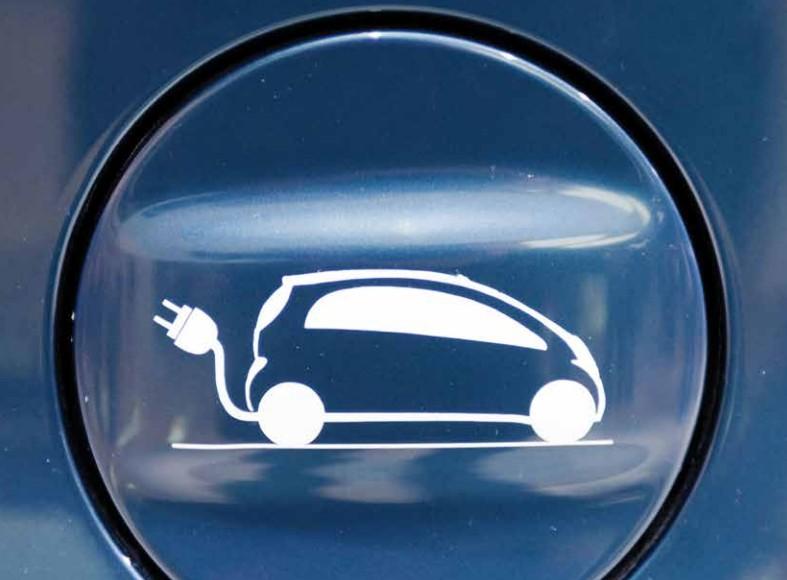 L'auto elettrica si ricarica in autostrada senza fermarsi a fare rifornimento