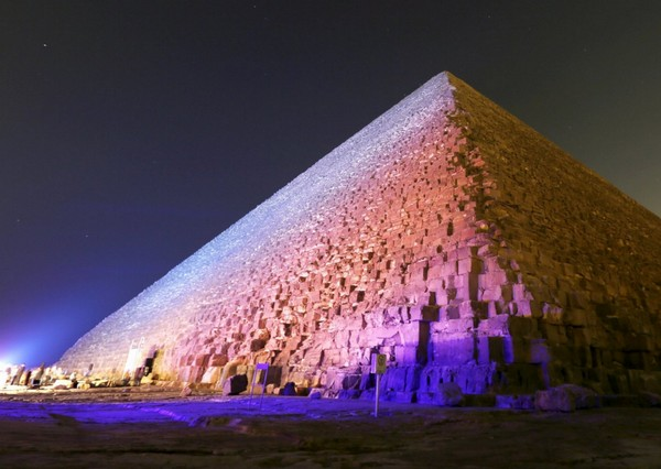 Piramide di Cheope, egittologi in fermento: anomalie termiche