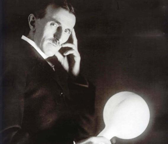 """""""Tesla: lo scienziato contro"""" di Edoardo Segato – 4 di 8"""