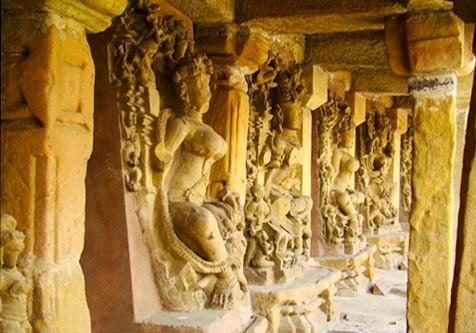 statue delle Yogini nel tempio Gauri Sankara a Bheraghat