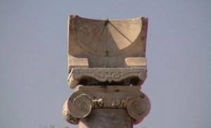 Meridiana di epoca romana posta su una colonna ritrovata a Pompei