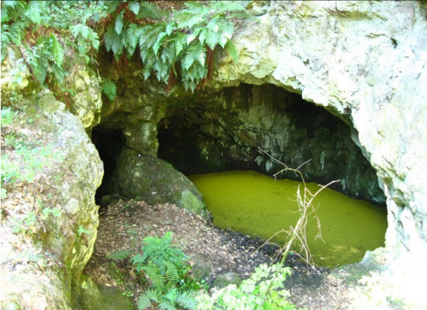 I resti dell'entrata del tunnel completamente allagati rendono impossibile l'accesso