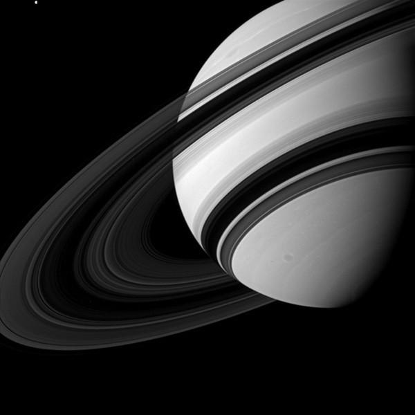 Gli anelli di Saturno non sono ciò che sembrano