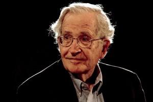 Noam Chomsky - Crediti Reuters-Jorge Dan - controllo sociale