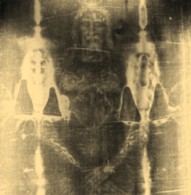 La Mummia di Tut-Ankh-Amon svela il mistero della Sindone 1