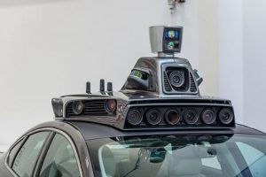 Le telecamere di bordo di un prototipo di automobile a guida autonoma presentato lo scorso settembre all'Uber Advanced Technologies Center (ANGELO MERENDINO/AFP/Getty Images)Uber launched a groundbreaking driverless car service, stealing ahead of Detroit auto giants and Silicon Valley rivals with technology that could revolutionize transportation. / AFP / Angelo Merendino (Photo credit should read ANGELO MERENDINO/AFP/Getty Images)
