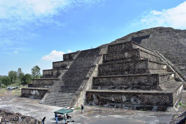 Scoperto un tunnel pre-azteco sotto la Piramide della Luna