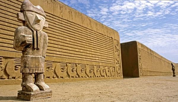 """Chan Chan: la più evoluta Città Precolombiana si sta lentamente """"sciogliendo"""""""
