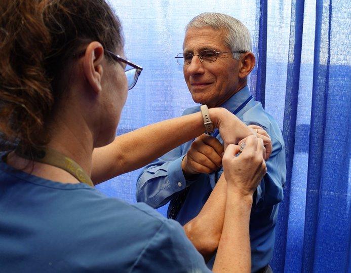 Fauci, vaccinazione di massa