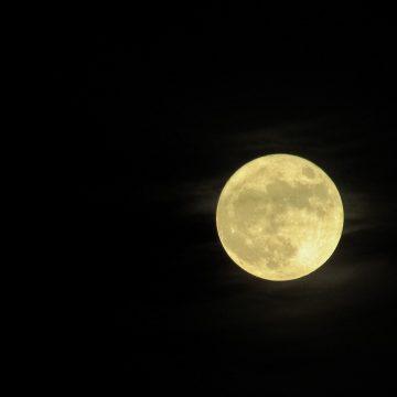 Anche la luna è un disco